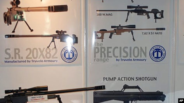 Assorted military guns are on display at India's defense show in New Delhi, 15 Feb 2010