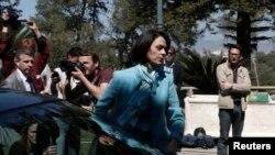 国际货币基金组织代表团团长迪莉娅韦尔库列斯库2013年3月20日抵达塞浦路斯尼科西亚的总统府将与塞浦路斯总统阿纳斯塔希亚德斯举行会谈。