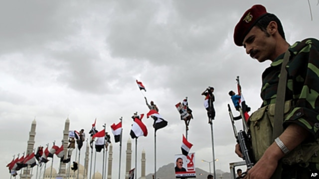 A Yemeni soldier stands guard during a rally in support of Yemen's President Ali Abdullah Saleh in Sana'a, May 6, 2011.