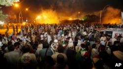 巴基斯坦抗议者8月30日与警察发生冲突