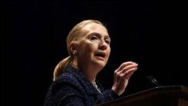 Sekretèdeta Hillary Rodham Clinton (foto achiv 6 desanm 2012 pandan yon diskou nan vil Dublin, Irelande)
