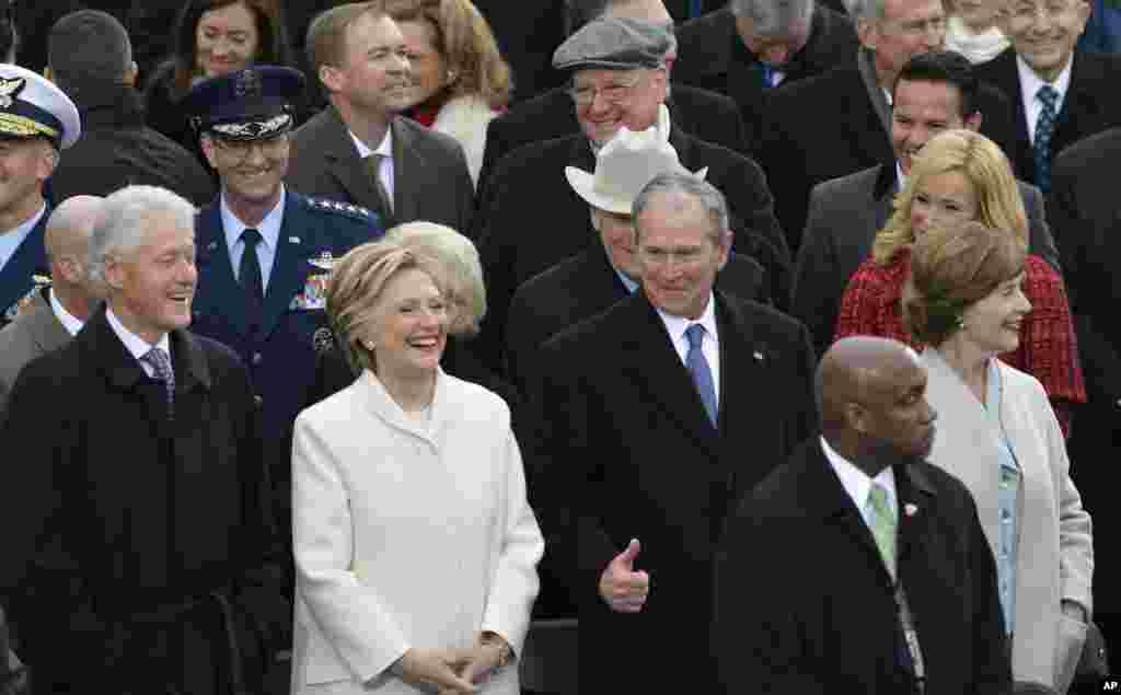 前总统小布什和夫人,克林顿和夫人出席川普总统就职大典(2017年1月20日)