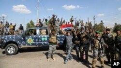 شبه نظامیان شیعه در تکریت نیز در کنار سربازان عراقی رزمیدند
