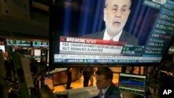 Ben Bernanke, presidente de la Reserva Federal de EE.UU., anunció que empezarán a reducir la compra de bonos por 10 mil millones de dólares mensuales a partir de enero.