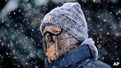 Tại Chicago, Indianapolis và Minneapolis nhiệt độ xuống đến âm 23 độ C, và âm 19 độ C tại International Falls, Minesota, lạnh hơn cả Nam Cực.