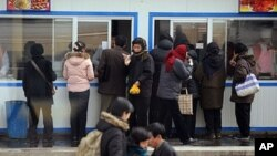 North Koreans lineup at a food queue in Pyongyang (File)
