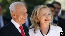 ລັດຖະມົນຕີການຕ່າງປະເທດສະຫະລັດ ທ່ານນາງ Hillary Clinton (ຂວາ) ກັບ ທ່ານ Shimon Peres ປະທານາທິບໍດີ Israel
