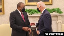 Joe Biden et Uhuru Kenyatta à la Maison Blanche, le 14 octobre 2021.