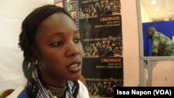 Alima, du stand Cinomade au Mica (Fespaco) à Ouagadougou, au Burkina, le 2 mars 2017. (VOA/Issa Napon)