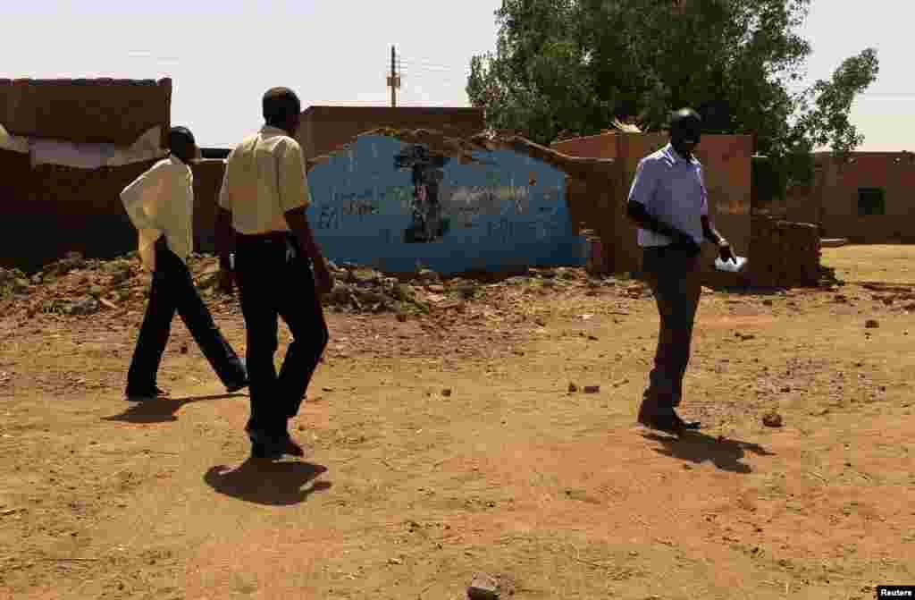 سوڈان کے صدر عمر حسن البشیر کا دعویٰ ہے کہ نیا آئین مذہبی آزادی کا ضامن ہو گا لیکن عیسائی برادری کو اس پر تشویش ہے