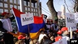 Kararı coşkuyla karşılayan Fransız Ermenileri