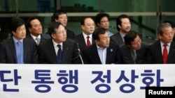 Members of the Association of Companies at Kaesong Industrial Complex look to their left during a news conference in Paju, north of Seoul, April 4, 2013.