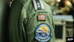 Un militaire de l'Otan et membre d'équipage du Boeing E-3A Airborne Warning & Control System (AWACS), le 27 novembre 2019, à la Base Aérienne de Melsbroek