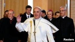 El papa Francisco se reunirá durante tres días a puerta cerrada con el Consejo de ocho cardenales para reformar la Curia.