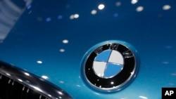 Perusahaan pabrik mobil Jerman BMW mengatakan perusahaan itu menentang rencana koalisi Kanselir Angela Merkel mengenai kuota pegawai perempuan.