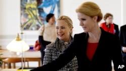 Thủ tướng Đan Mạch Helle Thorning-Schmidt tiếp đón Ngoại trưởng Hoa Kỳ Hillary Clinton