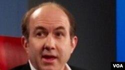 CEO Viacom, Philippe Dauman menerima lebih dari 84 juta dolar/tahun pada tahun 2010.