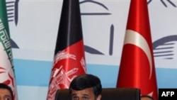 Ahmedinejad Yeni Tur Görüşmelerin Türkiye'de Yapılmasını Umuyor
