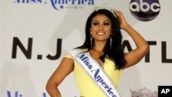 Cô Nina Davuluri trở thành người phụ nữ gốc Ấn Độ đầu tiên đoạt được vương miện hoa hậu nước Mỹ.