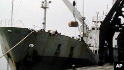 미국의 대북 지원 물품을 싣고 북한 남포항에 도착한 선박 (자료사진).