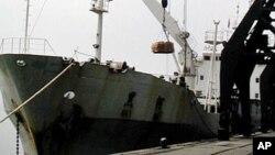 미국의 대북지원 물품을 싣고 평양 남포항으로 들어온 선박. (자료사진)