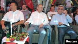 Prezidentlər Vladimir Putin, Serj Sarkisyan və İlham Əliyev beynəlxalq sambo turnirini seyr edirlər. Soçi, 9 avqust, 2014.
