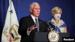 El vicepresidente de Estados Unidos, Mike Pence, lideró la conferencia del grupo de respuesta al coronavirus de la Casa Blanca, que tuvo lugar en la sede del Departamento de Educación, en Washington D.C.