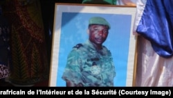 Le portrait du général à la retraite, Louis Mazangue, ancien policier redouté pour ses méthodes expéditives, décédé début juillet, lors des hommages rendus à Bangui, Centrafrique, 13 juillet 2018. (Facebook/Ministère centrafricain de l'Inté