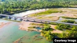 Ogroman nanos šljunka ispod Pavlović mosta prijeti da ostavi most na suhom, a Drinu preusmjeri na drugu stranu (Foto: CIN)