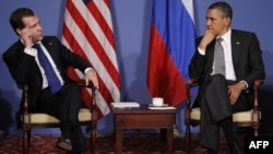 Rossiya rahbari Dmitriy Medvedev, AQSh prezidenti Barak Obama til topisha olgan
