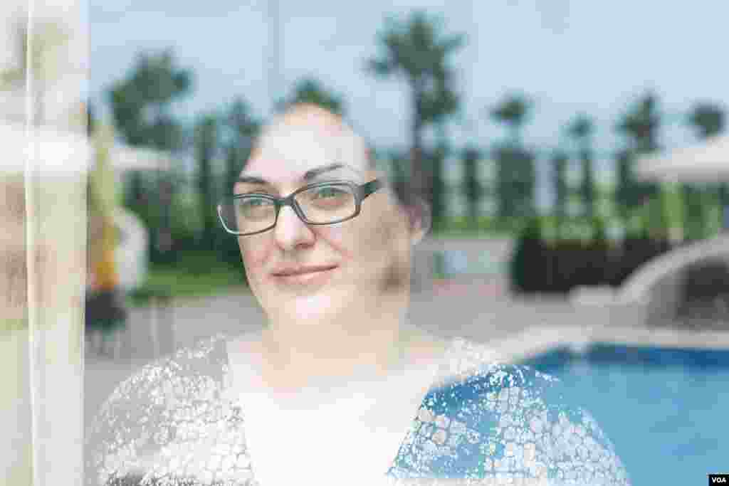 Shorena Uchaneishivili, manager of the Hotel Anaklia, says the new government continues to invest to clean up water pollution and protect the sandy beaches of Anaklia. (V. Undritz for VOA)