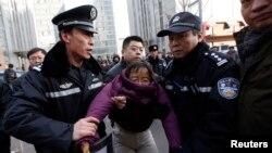 미국인이 경험한 중국 교도소 강제노동 실상
