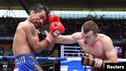 Combat entre Jeff Horn (à droite) et Manny Pacquiao, le 2 juillet 2017, Brisbane, Australie. (AAP/Dave Hunt/via REUTERS)