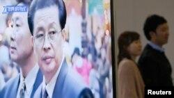 장성택 북한 국방위 부위원장의 실각설이 제기된 3일, 한국 서울역에 설치된 TV에서 관련 보도가 나오고 있다.