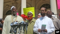 Islamic Leadership Council Members (from left) Imam Talib Abdur Rashid, Imam Al-Amim Abdul Latif, Zaheer Uddin at news conference in New York, 1 Sep 2010