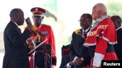 John Magufuli, left, was sworn in as Tanzania's president in Dar es Salaam, November 5, 2015. REUTERS/Emmanuel Herman