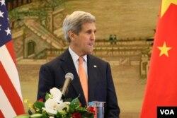 美国国务卿克里(2015年5月资料照片 美国之音莉雅拍摄)
