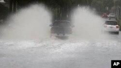 2015年10月3日南卡查尔斯顿: 被水淹没的街道