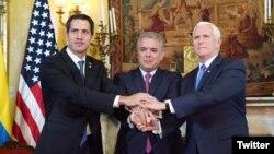 مایک پنس با ایوان دوکو رئیس جمهوری کلمبیا (وسط) و خوان گوایدو رئیس جمهوری موقت و مشروع ونزوئلا دیدار کرد