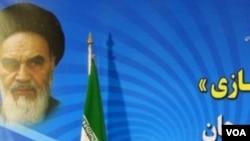 Presiden Iran Mahmoud Ahmadinejad menyampaikan pidatonya di Sirjan, Iran Selatan, 3 April 2010.