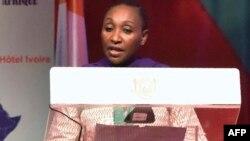 Le ministre Raymonde Goudou Coffie, donne un discours lors d'une conférence sur le VIH, à Abidjan, le 9 décembre 2017.