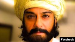 عدنان سمیع در نقش یک آواز خوان افغان