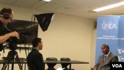 포스탱 아르상제 투아데레(오른쪽) 중앙아프리카공화국 대통령이 뉴욕에서 VOA와 인터뷰하고 있는 모습.