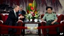 美國國家安全事務顧問多尼倫星期二在北京與中國高級將領范長龍會面。