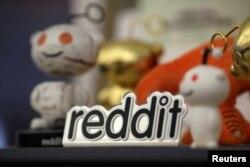 Las mascotas de Reddit se exhiben en la sede de la compañía en San Francisco, California, el 15 de abril de 2014.Las acciones de GameStop se dispararon la semana pasada, impulsadas por la compra de inversores animados en la red social Reddit.