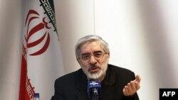 Nhiều nhân vật chủ trương cải tổ tin là nhà lãnh đạo đối lập Mir Hossein Mousavi lẽ ra là người thắng cử nếu có một cuộc kiểm phiếu xác thực