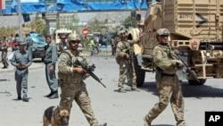 NATO va afg'on harbiylari, Kobul, 10-avgust, 2014-yil