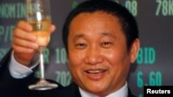 中國鋁業巨頭忠旺集團董事長劉忠田慶賀該集團在香港上市。 (2009年5月8日)