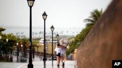 Al pasar por Puerto Rico durante el fin de semana la tormenta Bertha dejó fuertes vientos y lluvias torrenciales.