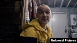 «جیمز مک اووی» در فیلم «شکافته» از «ام نایت شیامالان»